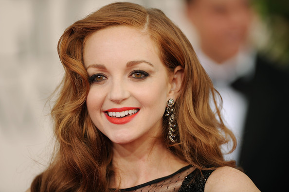 Jayma Mays Dangling Diamond Earrings [hair,face,lip,hairstyle,facial expression,eyebrow,blond,beauty,smile,skin,arrivals,jayma mays,hotel,beverly hills,california,the beverly hilton,golden globe awards]