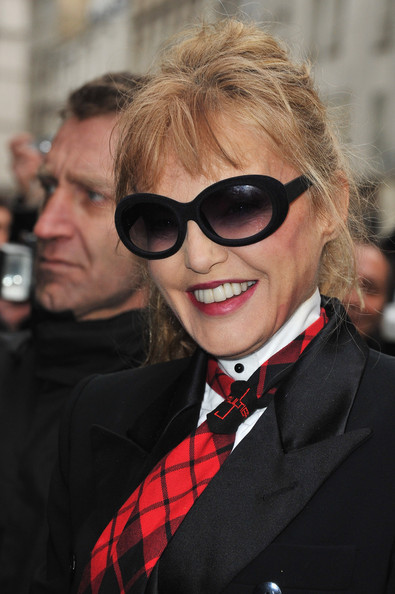 More Pics of Arielle Dombasle Plaid Tie (1 of 6) - Arielle Dombasle Lookbook - StyleBistro