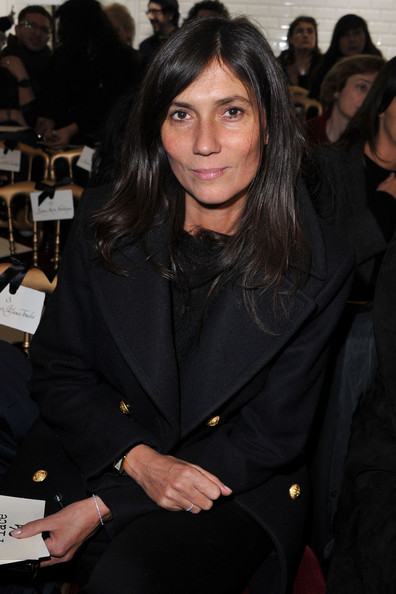 Emmanuelle Alt let her naturally shiny locks shine through with her low-key choice of hairstyle as she attended Paris Fashion Week.