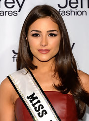 Olivia Culpo's burned red lipgloss was a perfect pairing for her olive skin tone.