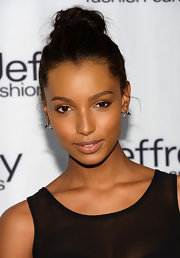Jasmine Tookes showed that sometimes all you need is just a good gloss to make a beauty look.