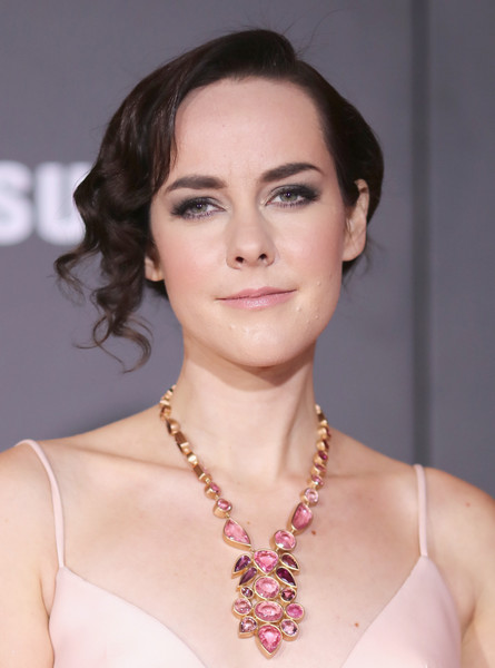 Jena Malone Gemstone Chandelier Necklace [the hunger games: mockingjay - part 2,hair,face,eyebrow,hairstyle,skin,lip,beauty,chin,shoulder,forehead,jena malone,arrivals,california,los angeles,microsoft theater,lionsgate,premiere]