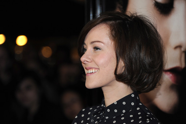 Jena Malone Bob [beastly,hair,face,hairstyle,lip,eyebrow,beauty,chin,smile,fashion,black hair,arrivals,jena malone,cbs films beastly,los angeles,california,the grove,cbs films,premiere,premiere]