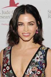 Jenna Dewan-Tatum opted for a casual short 'do with barely-there waves when she attended the 2018 St. Jude Hope and Heritage Gala.