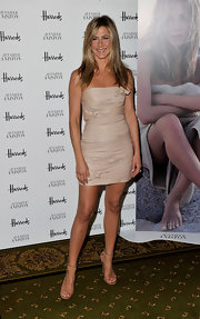 Jennifer went for a nude, head to toe look with a Valentino Pre-Fall 2010 dress and strappy sandals.