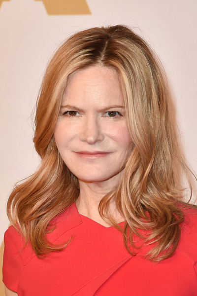Jennifer Jason Leigh Medium Wavy Cut