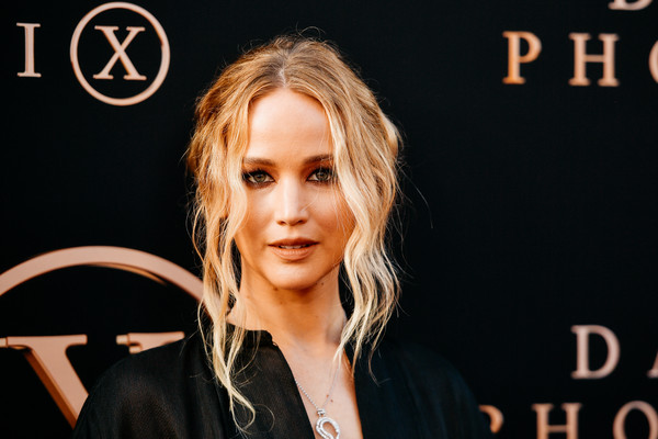 Jennifer Lawrence Messy Updo [image,hair,hairstyle,beauty,fashion,lip,chin,blond,long hair,model,event,arrivals,jennifer lawrence,filters,dark phoenix,tcl chinese theatre,california,20th century fox,premiere,premiere]