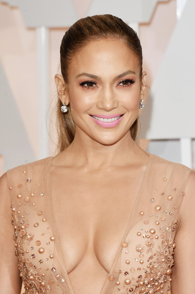 Jennifer Lopez Pink Lipstick [hair,fashion model,beauty,skin,eyebrow,human hair color,hairstyle,shoulder,chin,blond,hollywood highland center,california,87th annual academy awards,arrivals,jennifer lopez]