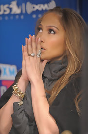 Jennifer Lopez paired her relaxed look with a Golden Stones ring in 18-karat noble gold with pave diamonds.
