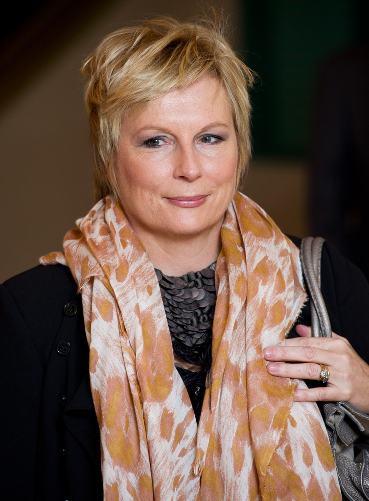 Jennifer Saunders Pixie Short Hairstyles Lookbook
