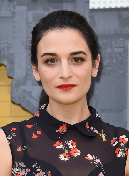 Jenny Slate Red Lipstick [the lego batman movie,hair,face,lip,hairstyle,beauty,eyebrow,chin,fashion,black hair,makeover,arrivals,jenny slate,chris delmas,los angeles,regency village theatre,warner bros. pictures,afp,premiere,premiere]