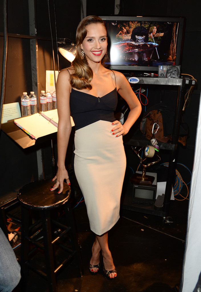 Jessica Alba Cocktail Dress Jessica Alba Looks Stylebistro