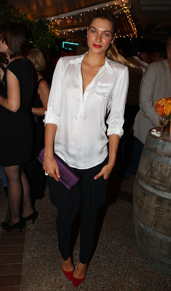 Jessica Hart Evening Pumps [white,clothing,leg,fashion,formal wear,event,textile,waist,long hair,jeans,jess hart,celebrities,victims,money,tooleys restaurant,mates in need street party,harvey norman,myer,flood victim fundraiser,floods]