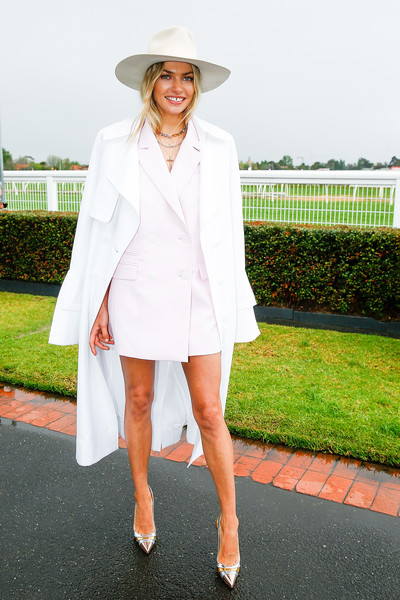 Jessica Hart Trenchcoat [celebrities,jessica hart,clothing,white,street fashion,fashion,hat,outerwear,footwear,blazer,fedora,headgear,caulfield cup,caulfield racecourse,melbourne,australia]