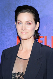 Carrie-Anne Moss was fresh-faced wearing this short, brushed-back 'do at the New York premiere of 'Jessica Jones' season 2.