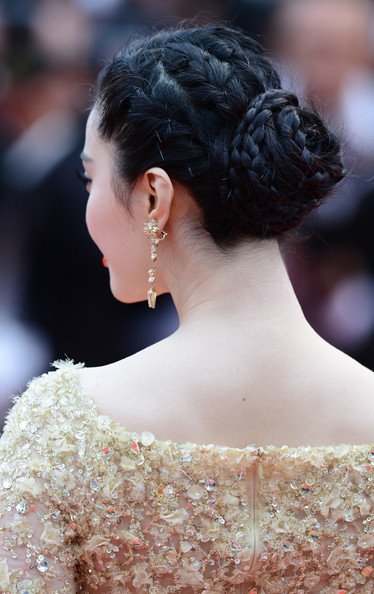 Fan Bingbing's super pretty multi-braid bun gave her a lovely red carpet look at the premiere of 'Jeune and Jolie' at the Cannes Film Festival.