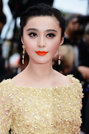 Instead of choosing a typical pink or red lip color, Fan Bingbing opted for a vibrant orange hue to make her lips stand out!
