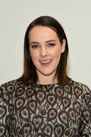 Jena Malone opted for a simple straight, shoulder-length hairstyle when she attended the Jill Stuart Fall 2016 show.