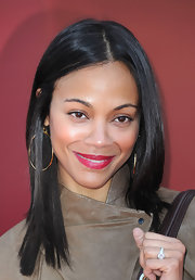 Zoe Saldana added a simple touch to her look with classic gold hoop earrings.