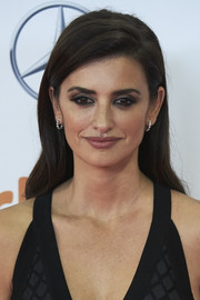 Penelope Cruz looked alluring with dark smoky eyes at the Jose Maria Forque Awards in Spain.