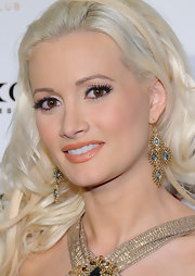 Holly kept her beauty look subdued with nude lipstick in a soft sandy hue.