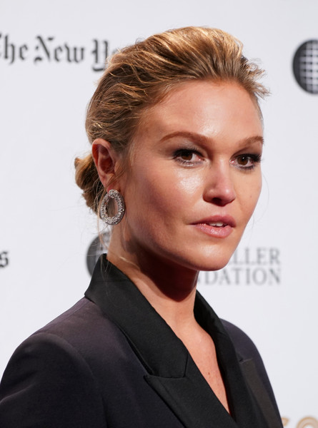 Julia Stiles Chignon [red carpet,hair,hairstyle,face,blond,chin,eyebrow,beauty,lip,brown hair,long hair,julia stiles,new york city,cipriani wall street,ifp,29th annual gotham independent film awards]