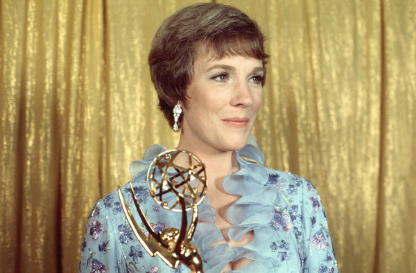 Julie Andrews Short Cut With Bangs [hair,hairstyle,lady,blond,fashion accessory,jewellery,julie andrews,emmy award,press room,pantages theatre,los angeles,california,abc television group archive,disney,24th primetime emmy awards]