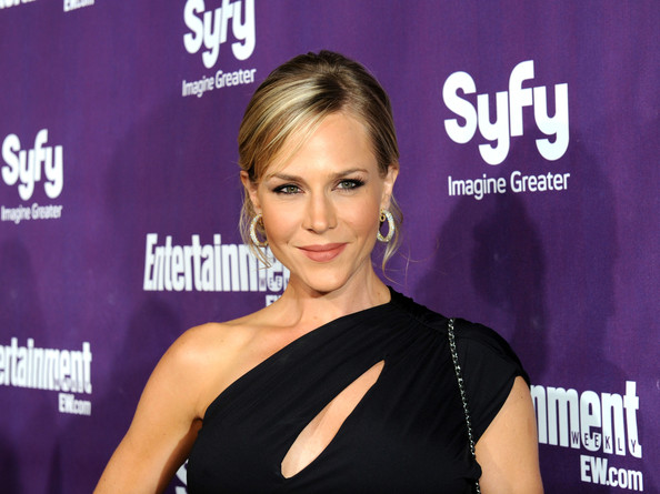 Julie Benz Chignon