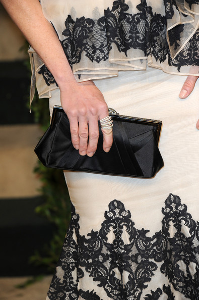 Julie Bowen Cocktail Ring [vanity fair,black,clothing,fashion,dress,shoulder,joint,fashion design,textile,lace,waist,julie bowen,graydon carter - arrivals,graydon carter,bag detail,west hollywood,california,sunset tower,oscar party]