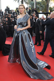 Petra Nemcova looked polished to perfection in a liquid satin one-shoulder gown by SAFiYAA at the Cannes premiere of 'Julieta.'