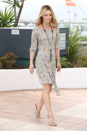 Vanessa Paradis pulled her outfit together with a pair of strappy nude heels.