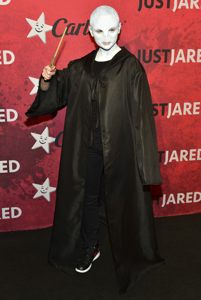Joey King did an excellent impression of Voldemort in her black wizard coat and stage makeup at Just Jared's Halloween party.