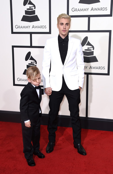 Justin Bieber Blazer [red carpet,carpet,suit,formal wear,tuxedo,flooring,event,premiere,fashion accessory,style,arrivals,justin bieber,jaxon bieber,r,grammy awards,california,los angeles,staples center,58th grammy awards]
