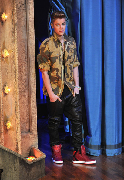 Justin Bieber Leather Pants [justin bieber,naomi campbell,late night with jimmy fallon,performance,talent show,denim,new york city,rockefeller center]