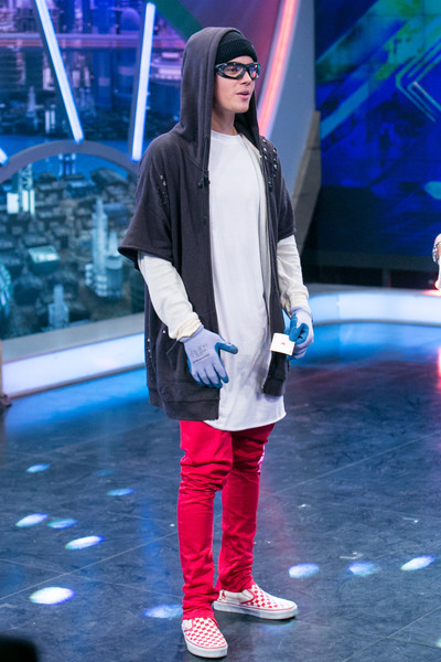 Justin Bieber Skinny Pants [justin bieber,justin bieber attends,el hormiguero tv show,clothing,fashion,performance,street fashion,outerwear,footwear,fur,event,fashion design,jacket,madrid,spain]
