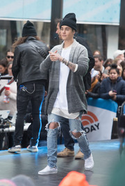 A pair of star-print slip-ons by Vans sealed off Justin Bieber's attire.