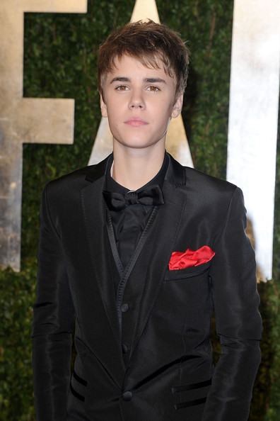 Justin Bieber Short Straight Cut [vanity fair,oscar party,party,hair,suit,hairstyle,formal wear,lip,tuxedo,outerwear,black hair,blazer,bangs,west hollywood,california,sunset tower,justin bieber,graydon carter - arrivals,oscar,graydon carter]