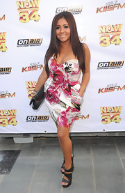 Nicole wore a streaky, layered look with a strapless floral dress.