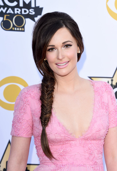 Kacey Musgraves Pink Lipstick [hair,hairstyle,eyebrow,beauty,eyelash,pink,long hair,lip,layered hair,brown hair,arrivals,kacey musgraves,arlington,texas,at t stadium,academy of country music awards]