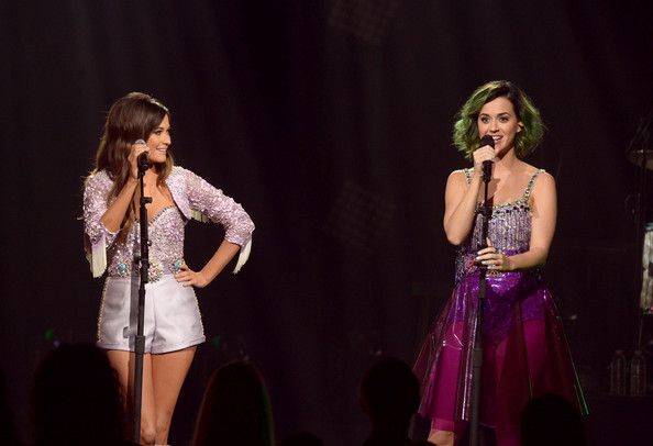 Kacey Musgraves Romper [katy perry,kacey musgraves,singers,performance,entertainment,performing arts,event,singing,talent show,music,performance art,stage,song,culver city,pt,california,cmt crossroads,l,sony pictures studios]