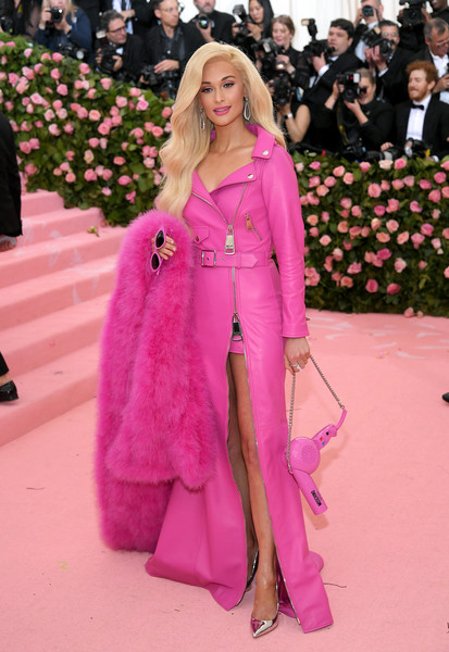 Kacey Musgraves Stole [pink,fashion,clothing,red carpet,haute couture,carpet,magenta,outerwear,fashion model,street fashion,fashion - arrivals,kacey musgraves,notes,fashion,red carpet,street fashion,pink,camp,metropolitan museum of art,met gala celebrating camp,kacey musgraves,harry styles,2019 met gala,the metropolitan museum of art,camp: notes on fashion,nicki minaj,red carpet,2019]