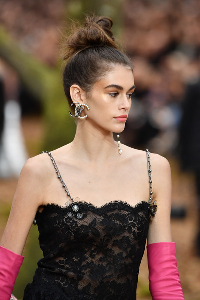 Kaia Gerber Dangling Pearl Earrings