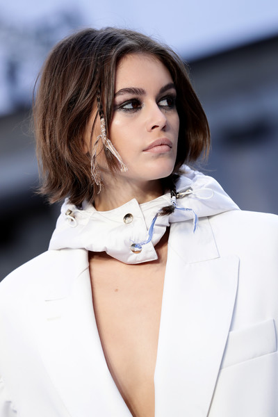 Kaia Gerber Bob [hair,face,white,fashion,beauty,lip,skin,eyebrow,street fashion,hairstyle,max mara - runway,kaia gerber,part,runway,milan,italy,max mara,milan fashion week,fashion show,milan fashion week fall,hair m,fashion,haute couture,supermodel,photo shoot,model,socialite,02pd - circolo del partito democratico di milano,photography,long hair]