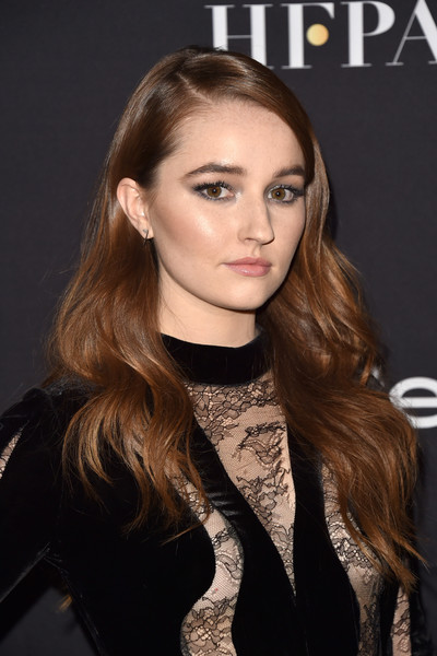 Kaitlyn Dever Long Wavy Cut