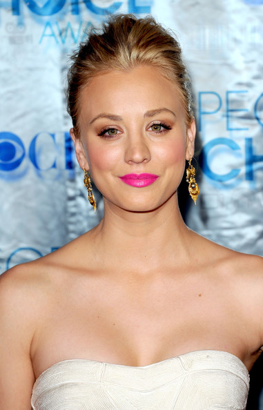 Kaley Cuoco Pink Lipstick [hair,beauty,eyebrow,hairstyle,human hair color,blond,chin,shoulder,fashion model,long hair,arrivals,kaley cuoco,peoples choice awards,california,los angeles,nokia theatre l.a. live]