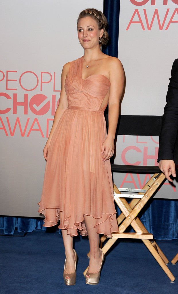 Kaley Cuoco-Sweeting One Shoulder Dress