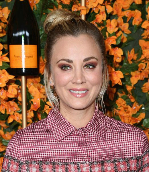Kaley Cuoco Hair Knot [hair,hairstyle,leaf,lip,smile,autumn,brown hair,arrivals,kaley cuoco,los angeles,pacific palisades,california,will rogers state historic park,veuve clicquot polo classic]