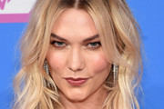 Karlie Kloss Medium Wavy Cut