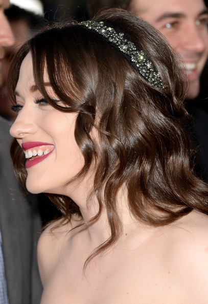 Kat Dennings Headband [hair,hairstyle,headpiece,hair accessory,chin,lip,eyebrow,beauty,long hair,brown hair,peoples choice awards,part,california,los angeles,nokia theatre l.a. live,arrivals,kat dennings]