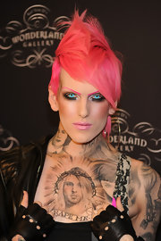 Colorful model Jeffree Star has an extremely well-done tattoo of Kurt Cobain with a crown of thorns.